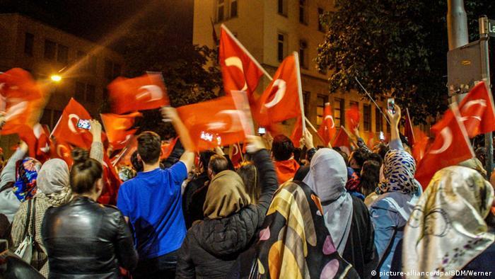 В Германии массовые протесты: немцы против Эрдогана
