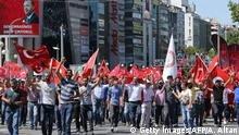 16.07.2016+++Menschen protestieren gegen den Putschversuch in Ankara People wave national flags as they march from Kizilay square to Turkish General Staff building to react against military coup attempt, in Ankara, on July 16, 2016, following an attempt by discontented soldiers to seize power from President Recep Tayyip Erdogan that claimed more than 250 lives. After the bloodiest challenge to his 13-year autocratic rule, Erdogan urged his backers to stay on the streets to prevent a possible flare-up of yesterday's chaos in the strategic NATO member of 80 million people. / AFP / ADEM ALTAN (Photo credit should read ADEM ALTAN/AFP/Getty Images) (c) Getty Images/AFP/A. Altan