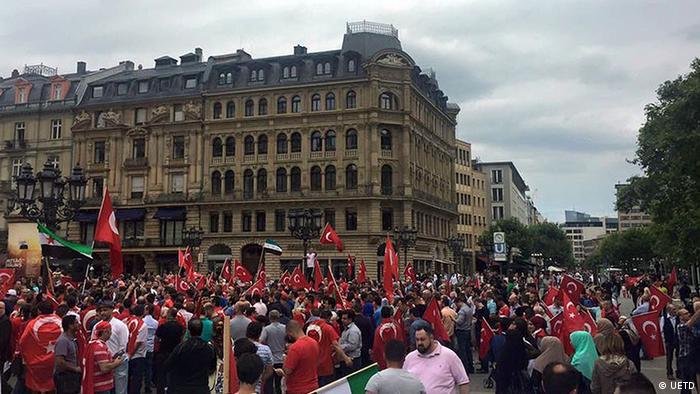Frankfurt türkische Solidaritätskundgebung UETD