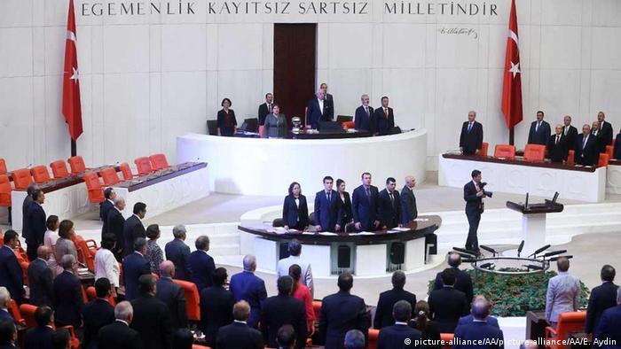 Экстренное заседание турецкого парламента