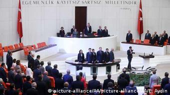 Екстрене засідання парламенту Туреччини