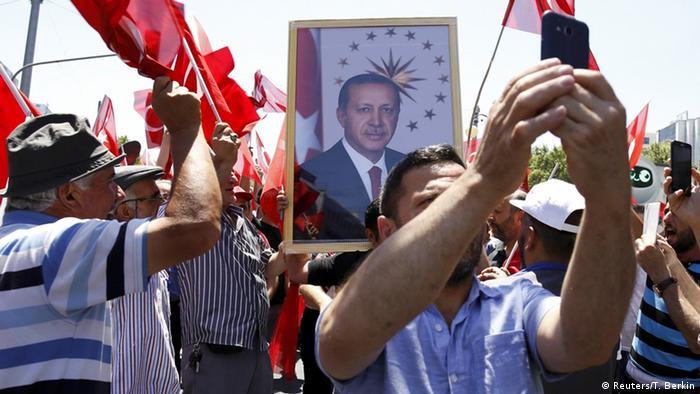 Erdogans Unterstützer in Istanbul (Foto: Reuters)