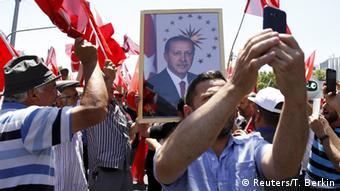 Erdogan supporters demonstrating in Istanbul, Copyright: Reuters/T. Berkin