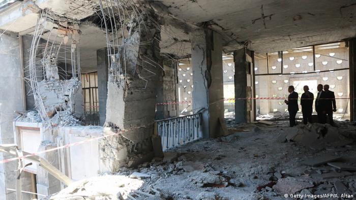 Парламент после обстрела с воздуха