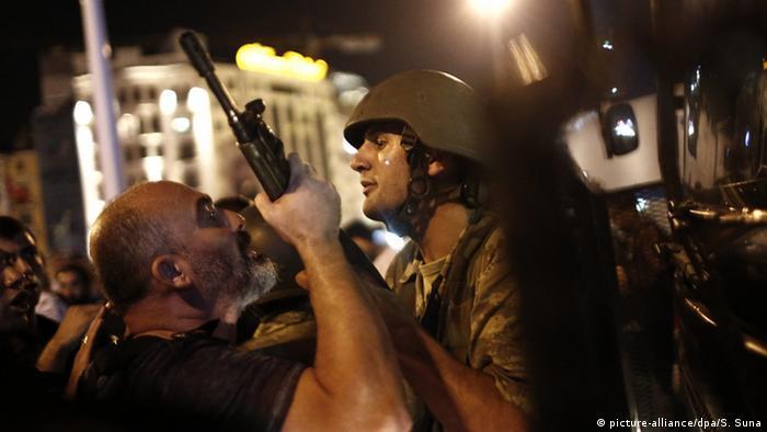 Türkei Putschversuch Polizei Soldaten Verhaftung