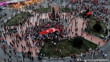 Türkei Nach dem Militärcoup Erdogan-Anhänger protestieren in Istanbul