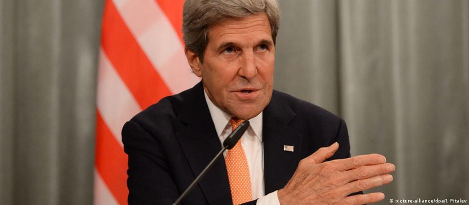John Kerry, durante encontro com colega de pasta russo, Serguei Lavrov, em Moscou