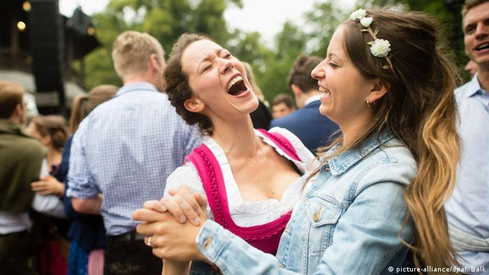 Two girls laughing, Copyright: picture-alliance/dpa/. Balk