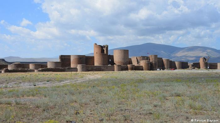 Разрушенный средневековый армянский город Ани