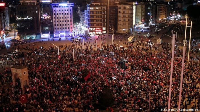 Erdogan supporters demonstrate in Istanbul