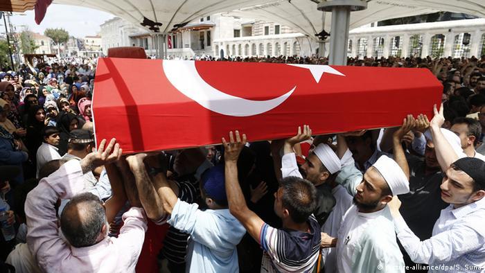 In Istanbul nahm Präsident Erdogan an der Beisetzung von Opfern des Putschversuchs teil (Foto: dpa)