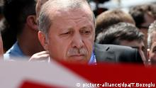 epa05429068 Turkish President Recep Tayyip Erdogan stands next to a coffin of a victim who was killed in a coup attempt on 16 July, during the funeral at Fatih Mosque, in Istanbul, Turkey, 17 July 2016. Turkish Prime Minister Yildirim reportedly said that the Turkish military was involved in an attempted coup d'etat. Turkish President Recep Tayyip Erdogan has denounced the coup attempt as an 'act of treason' and insisted his government remains in charge. Some 104 coup plotters were killed, 90 people - 41 of them police and 47 are civilians - 'fell martrys', after an attempt to bring down the Turkish government, the acting army chief General Umit Dundar said in a televised appearance. EPA/TOLGA BOZOGLU | picture-alliance/dpa/T.Bozoglu