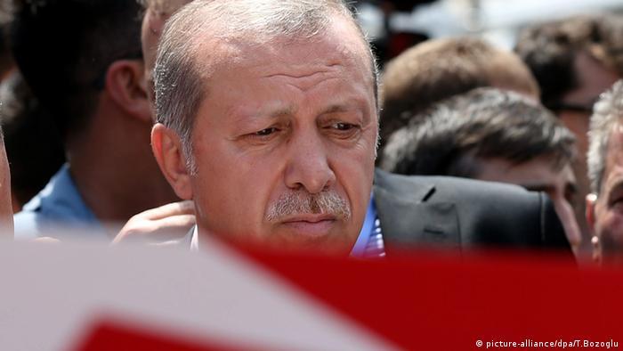 Эрдоган на похоронах погибших в Стамбуле