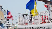 The Ukrainian Navy Hetman Sahaidachnyi frigate (R) and United States Navy missile destroyer Donald Cook (DDG-75) are moored near one another during the international drill Sea Breeze-2015 which officially begins in southern Ukrainian city of Odessa, on September 1, 2015. Some two and a half thousand US military personel, Ukraine, Bulgaria, Germany, Greece, Italy, Romania, Sweden, Turkey, the United Kingdom and Moldov will take part in the The military maneuvers. +++ (C) Getty Images/AFP/A. Kravtsov