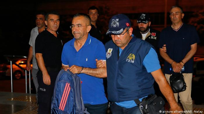 Türkei Izmir Verhaftungen nach Putschversuch Memduh Hakbilen