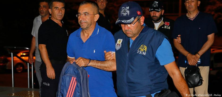 General Memduh Hakbilhen foi um dos milhares de detidos após a tentativa de golpe