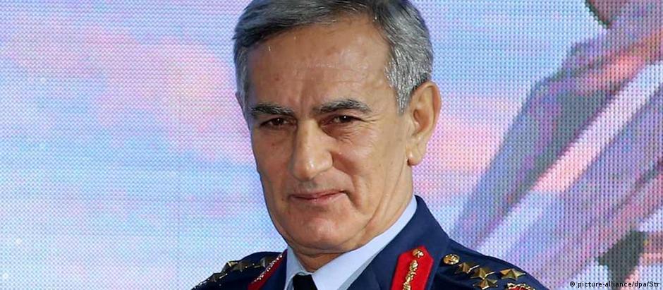 Akin Öztürk em foto de dezembro de 2013