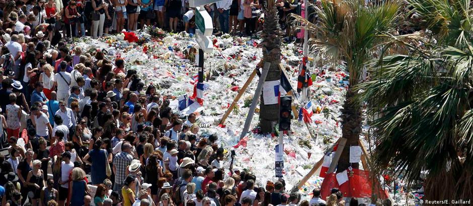 Minuto de silêncio em Nice em memória das vítimas do atentado