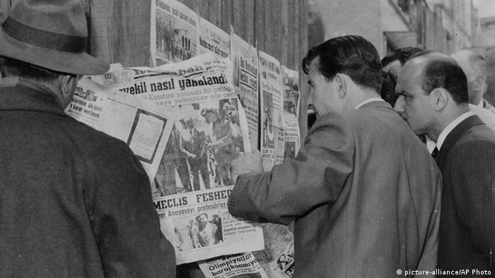 Türkei Militärputsch 1960 Zeitungen