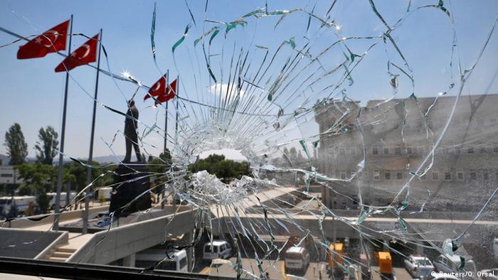 Destruição em Ancara após tentativa de golpe