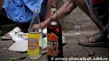 Indien Illegal gebrannter Schnaps Country-made