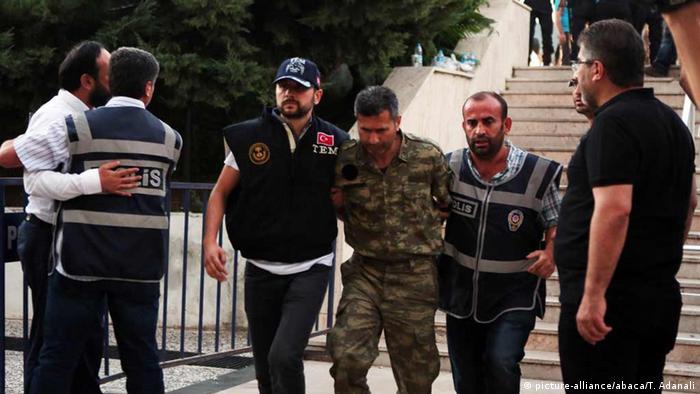 Türkei Aufständischer Soldaten werden vor Gericht in Mugla gebracht