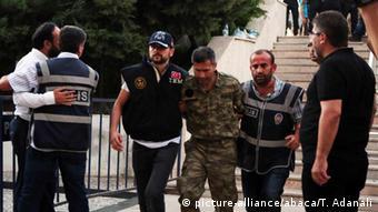 Tentativa de golpe foi seguida por uma série de prisões na Turquia