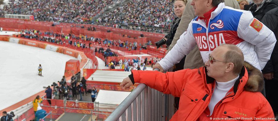 Putin observa evento nos Jogos Olímpicos de Inverno em Sochi, em 2014: programa estatal de dopagem