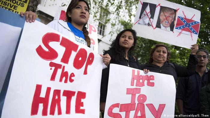 Undocumented immigrants protest outside the Republican National Committee (photo: picture-alliance/dpa/S. Thew)