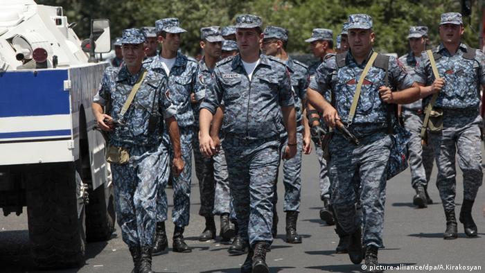 Армянские полицейские, фото из архива