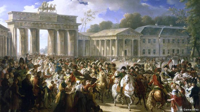 Военный трофей Уже вскоре Ворота мира стали свидетелями первой войны. В 1806 году Наполеон одержал победу над Пруссией. Через них французские войска вошли в Берлин. Император распорядился демонтировать квадригу и отправить в Париж в качестве трофея. Он собирался выставить ее в своей столице, но до этого дело так и не дошло.