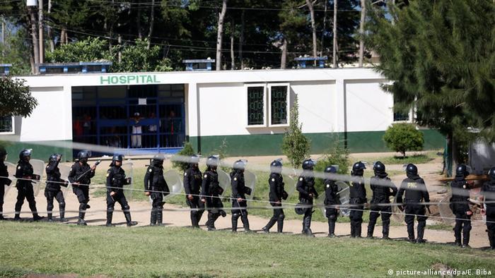 Symbolbild Gefängnisaufstand in Guatemala (picture-alliance/dpa/E. Biba)