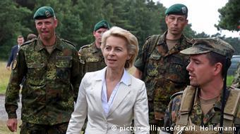 Урсула фон дер Ляйен с солдатами бундесвера