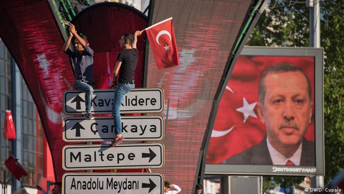 Türkei Ankara AKP Anhänger Jubel nach Putschversuch