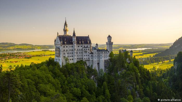 Schloss Neuschwanstein bei Füssen (picture-alliance)