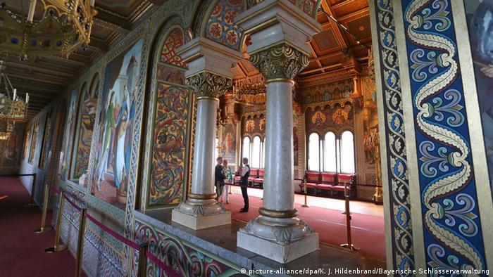 Salões são em estilos diferentes: um era românico; outro, bizantino; um terceiro, gótico, e o quarto, renascentista