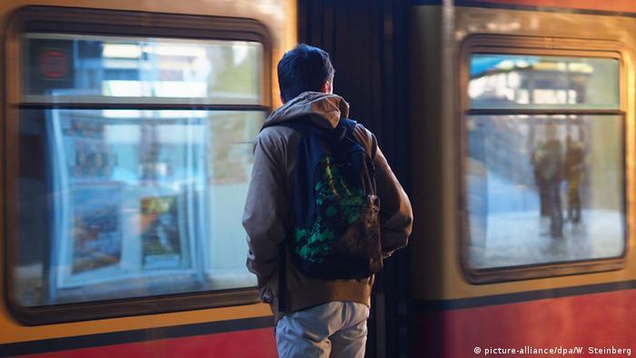 Deutschland Unbegleitete minderjährige Flüchtlinge (picture-alliance/dpa/W. Steinberg)