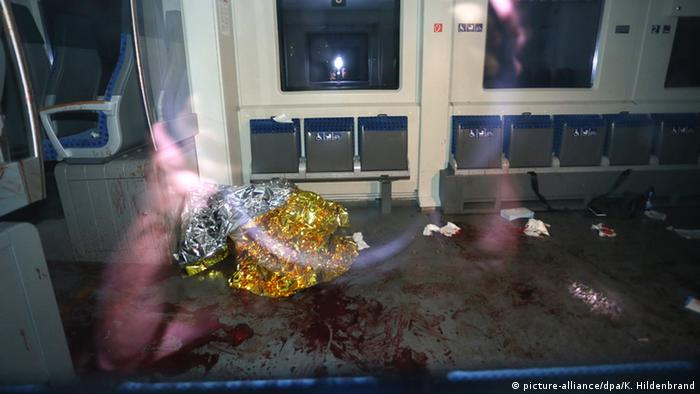 Bayern Attacke in Regionalzug bei Würzburg-Heidingsfeld Blutfleck