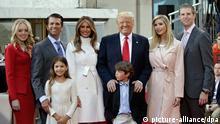 الرئيس الأمريكي ترامب مع أفراد عائلته