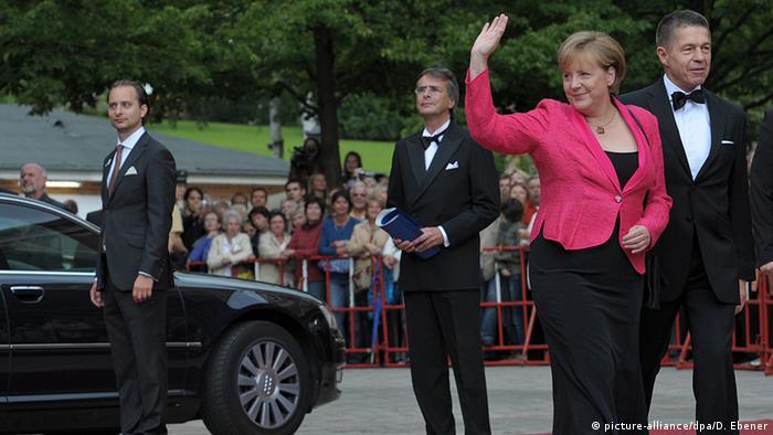 Deutschland Bayreuth Festspiele 2011 Merkel (picture-alliance/dpa/D. Ebener)
