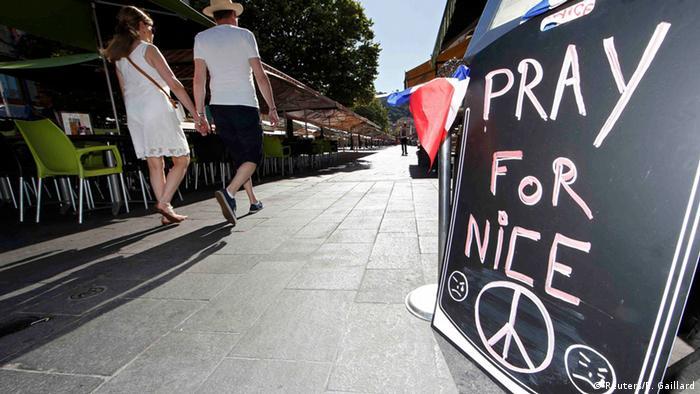 Trauer um Opfer in Nizza (Reuters/E. Gaillard)