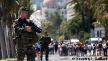 18.07.2016 Soldiers from the French Foreign Legion patrol on the Promenade des Anglais on the third day of national mourning to pay tribute to victims of the truck attack on Bastille Day that killed scores and injured as many in Nice, France, July 18, 2016. REUTERS/Eric Gaillard Copyright: Reuters/E. Gaillard