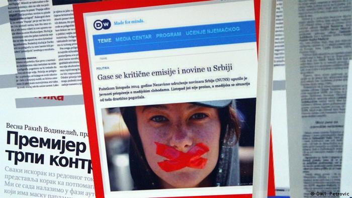 Detalj sa izložbe Mediji i politika u Srbiji