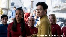 Bildergalerie Star Trek In this image released by Paramount Pictures, Zoe Saldana, left, as Uhura and John Cho as Sulu appear in a scene from, Star Trek Beyond. The movie releases in the U.S. on July 22, 2016. (Kimberley French/Paramount Pictures via AP) | (c) picture-alliance/AP Photo