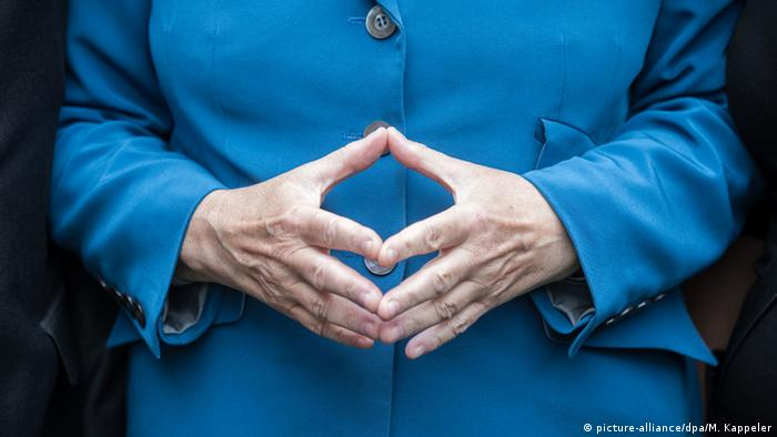 Angela Merkel Raute (picture-alliance/dpa/M. Kappeler)