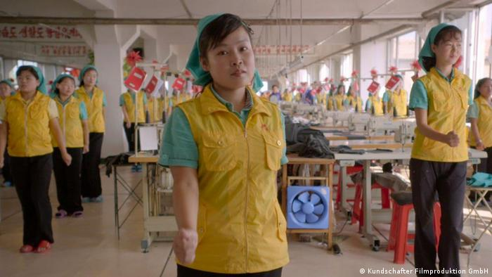 Nordkoreanische Arbeiterinnen in einer Fabrik (Foto: Kundschafter Filmproduktion GmbH)