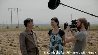 Interview-Situation mit Regisseurin Cho (Foto: Kundschafter Filmproduktion GmbH)