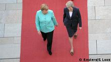Berlin - Theresa May und Angela Merkel
