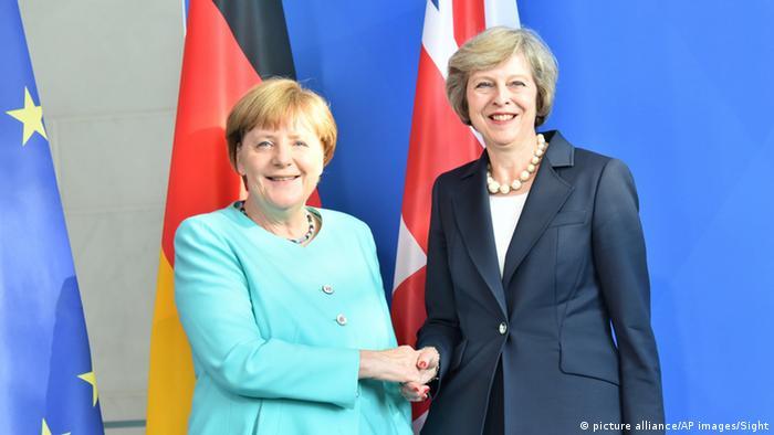 Deutschland Berlin Angela Merkel und Theresa May