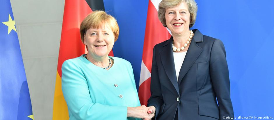 Angela Merkel e Theresa May em Berlim